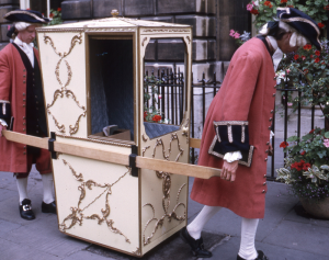 de wat modernere sedan chair
